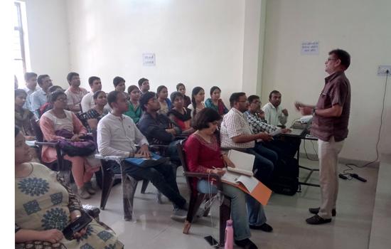 कोटा में सीएमएचओ डॉ भूपेंद्र सिंह तंवर की अध्यक्षता में बैठक आयोजित