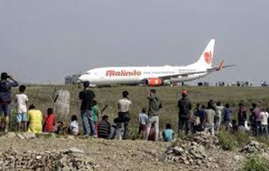 रनवे पर विमान फिसला, तीन की मौत