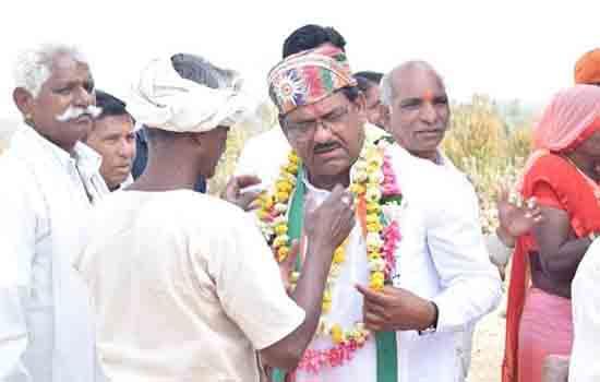 रघुवीर मीणा ने कई क्षेत्रों में जनसभाओं को सम्बोधित कर कांग्रेस पार्टी को भारी मतों से जिताने की अपील की