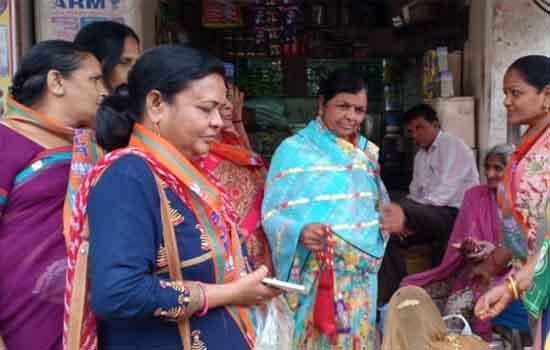 चित्तौडगढ नगर में पीले चावल बांटकर मोदी की सभा का दिया निमंत्रण