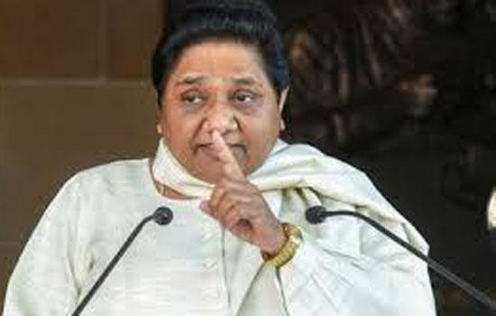 प्रज्ञा ठाकुर का नामांकन रद्द क्यों नहीं कर रहा चुनाव आयोग: मायावती