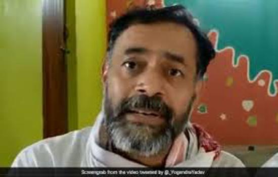 मोदी की रैलियों में बालाकोट हमलों का उल्लेख किये जाने की निंदा की योगेंद्र यादव ने