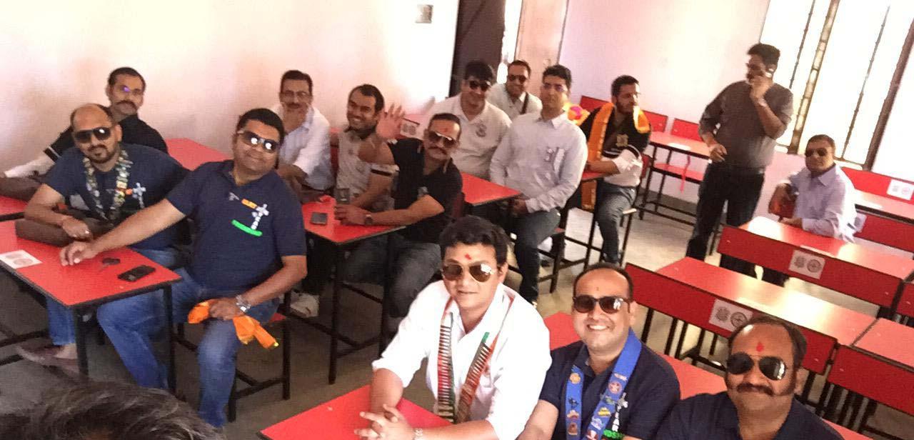 राउंड टेबल इंडिया ने लगाया फर्नीचर एवं मिनी लाइब्रेरी बनायी