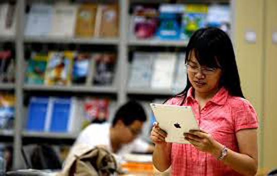 चीन में कालेजों की कक्षाओं में स्मार्टफोन और टेबलेट कंप्यूटर्स ले जाने पर प्रतिबंध