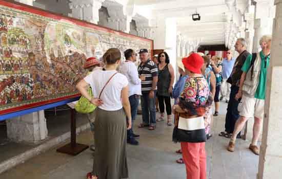 अन्तरराष्ट्रीय संग्रहालय दिवस पर  सिटी पैलेसे में ५६ फीट लम्बी फड प्रदर्शनी