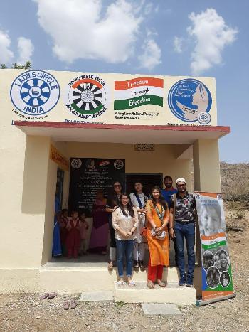 आंगनवाड़ी केन्द्र में संचालित विद्यालय की दशा में किया सुधार