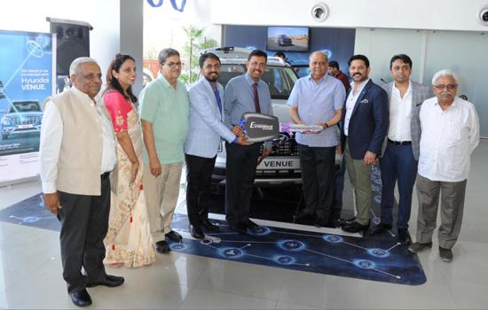 रामजी हुण्डई पर नई एसयूवी वेन यू लॉन्च