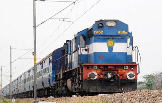 वायु तुफान के कारण रेल यातायात प्रभावित