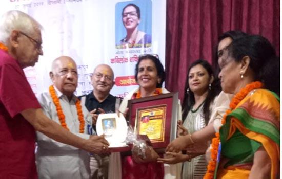 """उदयपुर की साहित्यकार श्रीमती आशा पांडेय ओझा को""""श्रीमती गीता श्रीवास्तव कवि लोक शक्ति सम्मान"""""""