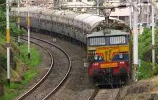 पूर्व मध्य रेलवे पर फुट ऑवर ब्रिज कार्य के कारण रेल यातायात प्रभावित