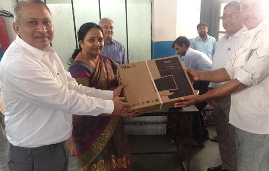 उदयपुर डेयरी द्वारा ओटोमेटिक मिल्क कलेक्शन यूनिट का वितरण