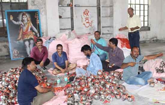 14वीं कावड यात्रा आगामी 05 अगस्त को कावड को बांधने का कार्य जोरो पर