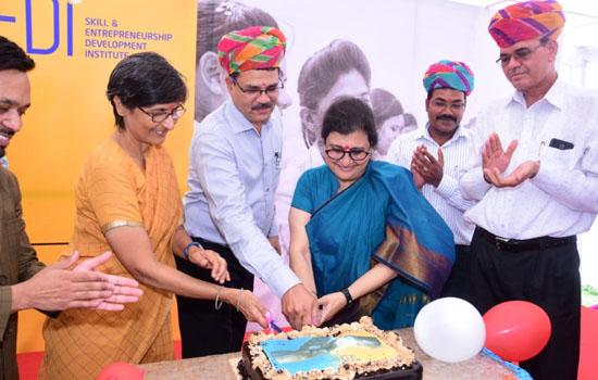 अंबुजा सीमेंट फाउंडेशन ने हिंदुस्तान जिंक़ के साथ मिलकर  दरीबा में शुरू किया कौशल प्रशिक्षण कार्यक्रम