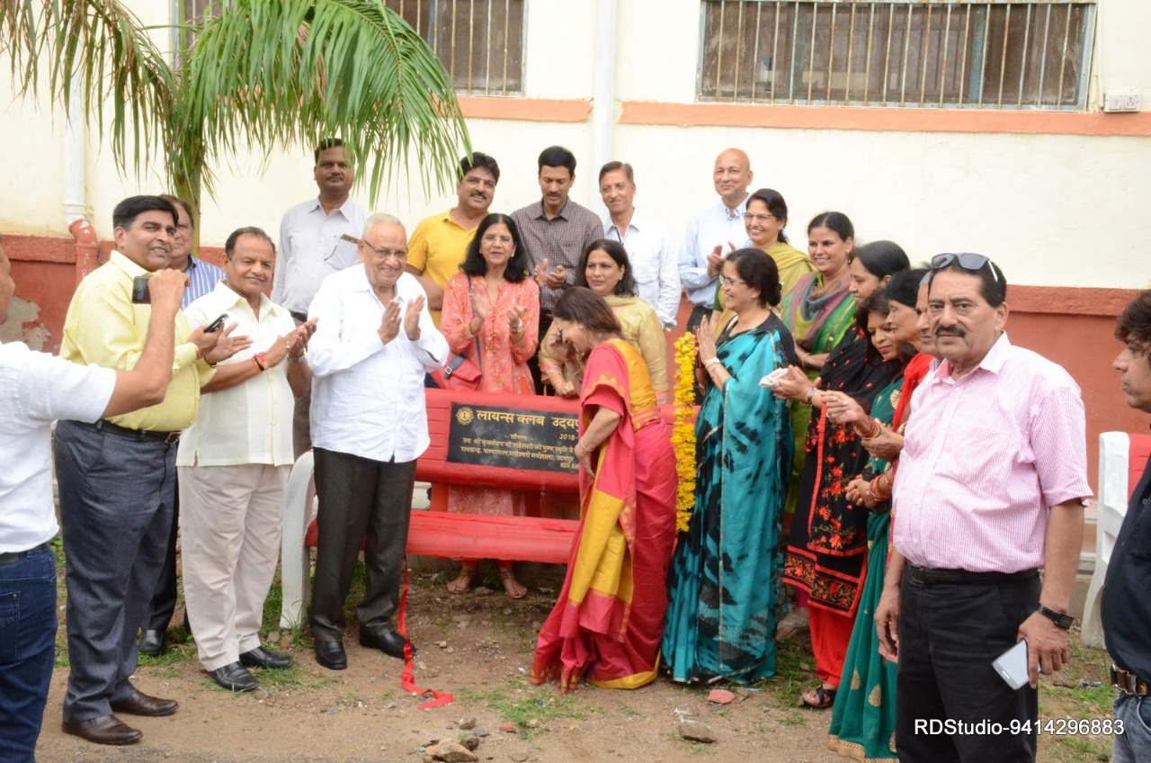 Lions Club Udaipur donated 30 benches