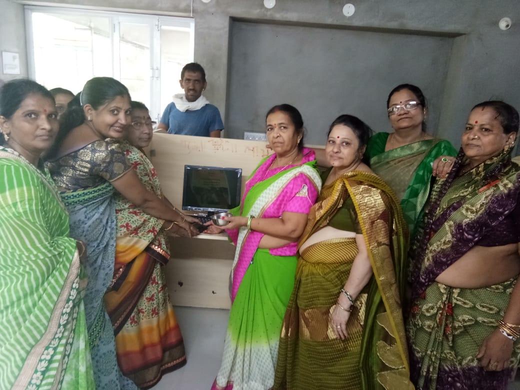 नींबडी में पौधरोपण किया, स्कूल में किए कंप्यूटर भेंट