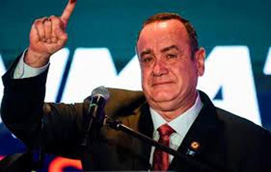 ग्वाटेमाला के नए राष्ट्रपति अलेजांद्रो गियामाटेई