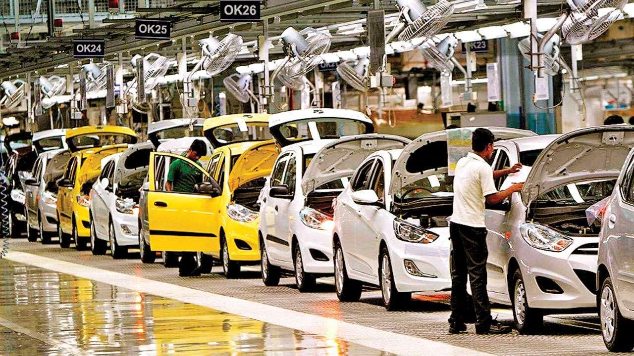 OMG-ऑटो सेक्टर, बिक्री 31 फीसदी गिरी, एक साल में 13 लाख नौकरियां गईं
