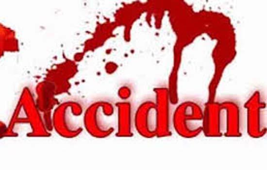 ढाका-चटोग्राम राजमार्ग पर पिकनिक बस दुर्घटनाग्रस्त