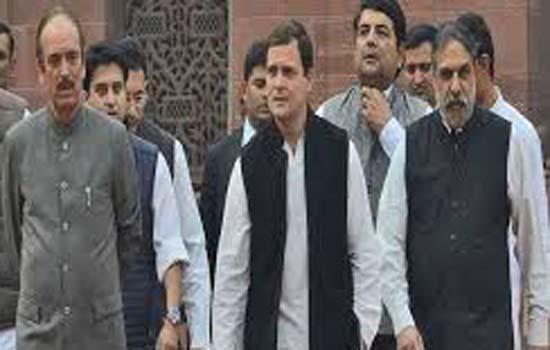 राहुल गांधी 10 विपक्षी नेताओं के साथ श्रीनगर एयरपोर्ट पहुंचे