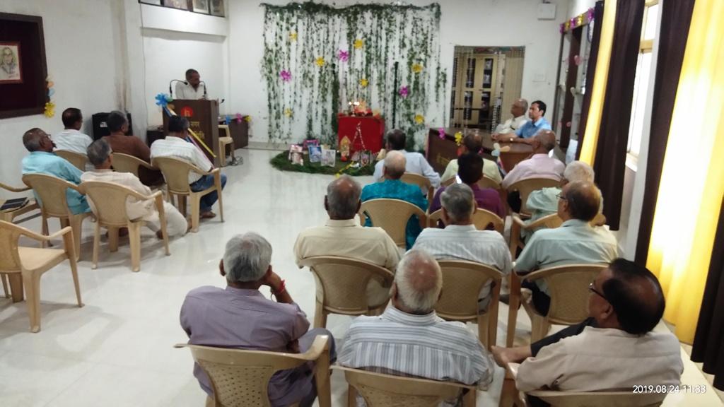 श्री भगवत गीता वस्तुतः ज्ञान का महासागर है