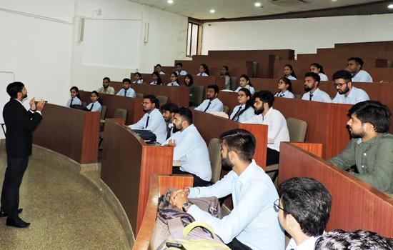 पेसिफिक एम.बी.ए. महाविद्यालय में 'द आर्ट ऑफ पब्लिक स्पीकिंग' पर सर्टीफिकेशन प्रोग्राम का आयोजन