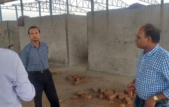 जिला कलक्टर ने धामनियां में कचरा संग्रहण केन्द्र का किया निरीक्षण
