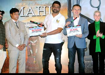 Vikram Sandhu and Prabsimran Sandhu launched poster of two Hindi films Mahi and Scissor with Hiten Tejwani and Vivan Bhatena