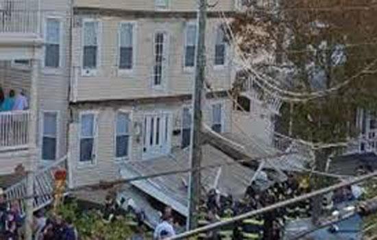 अमेरिका में मकान का बहुमंजिला डेक टूटने से कम से कम 22 लोग घायल