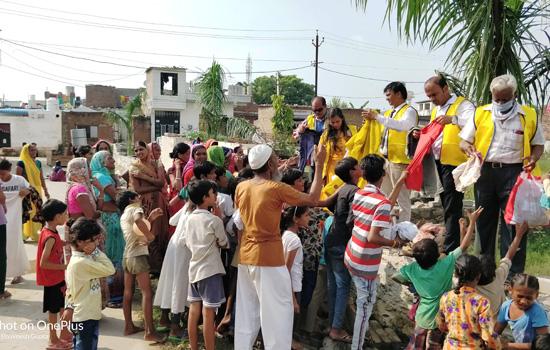 लॉयन्स क्लब कोटा टेक्नो द्वारा बाढ़ग्रस्त इलाको में राहत सामग्री का वितरण,बेटी की पढ़ाई का लिया जिम्मा