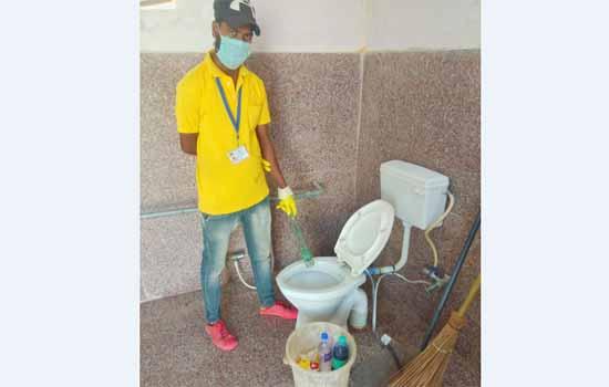 स्वच्छ प्रसाधन – रेलवे स्टेशनों के प्रसाधनों की सफाई को सुनिश्चित किया