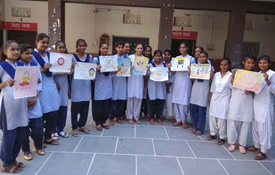 अंतरराष्ट्रीय बालिका दिवस पर बालिकाओं ने रंगों से किया विचारों को व्यक्त .....