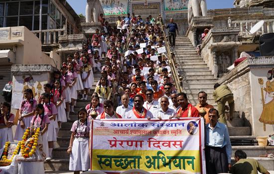 ष्मषान भूमि और मंदिरों को साफ कर दिया स्वच्छता और प्रेरणा का संदेष
