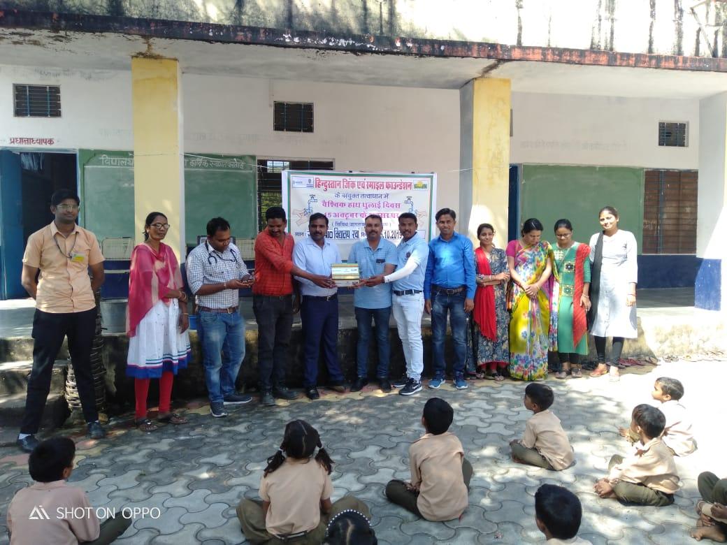 विश्व हाथ धुलाई दिवस पर जिंक द्वारा रवा में जागरूकता कार्यक्रम