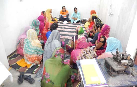 सखी उत्पादन केन्द्र पुठोली में सुरक्षा जागरूकता कार्यक्रम