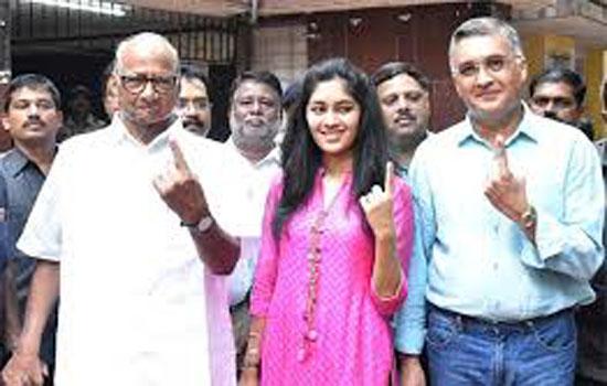 शरद पवार ने नातिन और दामाद के साथ डाला वोट