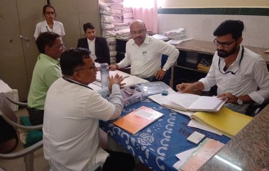 लक्ष्मीकांत वैष्णव ने जिला चिकित्सालय का किया निरीक्षण