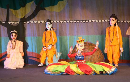 अयोध्या में ''रामायण'' कठपुतली नाटिका का मंचन