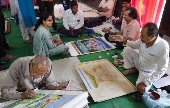 मेवाड़,नाथद्वारा,पिछवाई के चित्रकार फलक पर उतार रहे हैं बूंदी शैली के चित्र