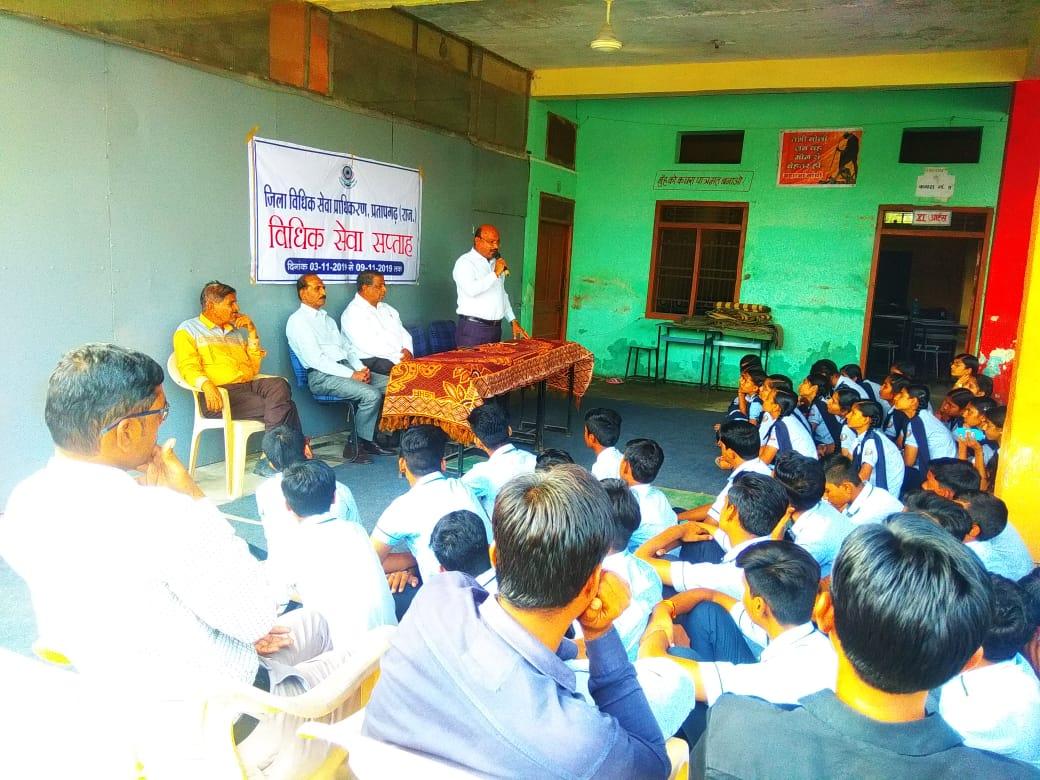 जिले में विधिक सेवा सप्ताह के तहत जागरूकता अभियान जारी प्रगति उ०मा० विद्यालय में चेतना शिविर आयोजन