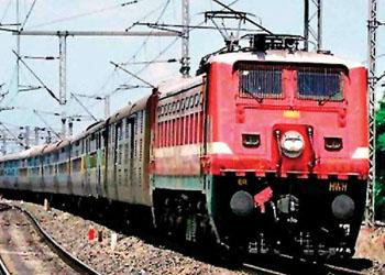 डिब्बों में स्थाई बढोतरी : ०४ रेलसेवाओं में बढाये गये डिब्बें