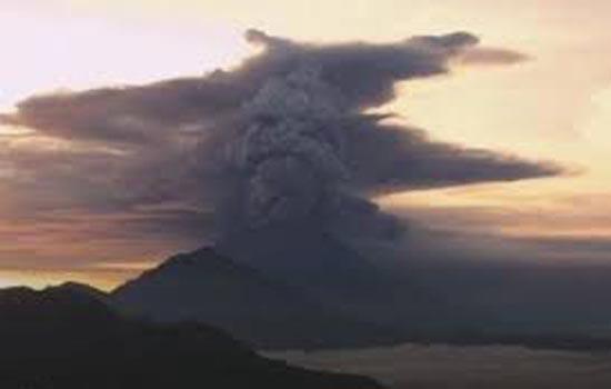 न्यूजीलैंड के श्वेत द्वीप पर फटे ज्वालामुखी से शवों को निकालने के काम में ख़तरा बरकरार