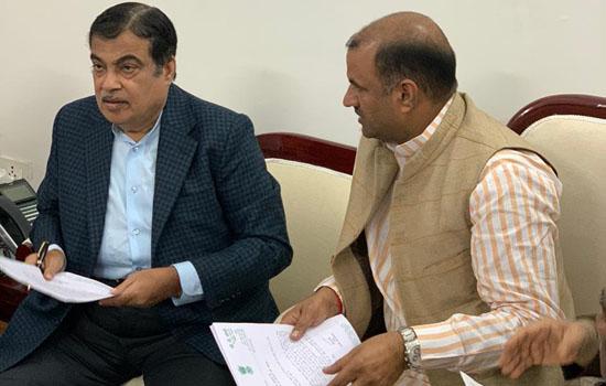 सांसद जोशी ने की केन्द्रीय मंत्री नितिन गडकरी से भेंट