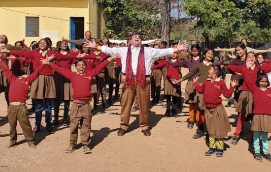 ग्रामीण स्कूलों के लिये स्वयं सेवी संस्थाए आगे आए : डॉ. कुमावत