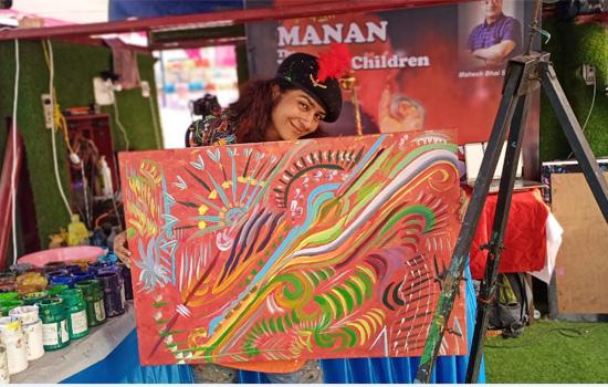 जयपुर की मनन चतुर्वेदी की सूरत में मैराथन पेंटिंग