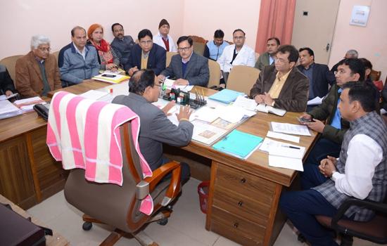 स्वायत्त शासन मंत्री ने ली प्रशासनिक एवं अस्पताल प्रबन्धन की बैठक