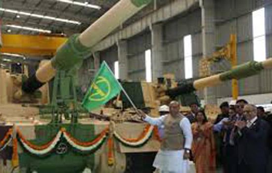 राजनाथ सिंह ने 51वीं के-9 वज्र तोप को दिखाई हरी झंडी