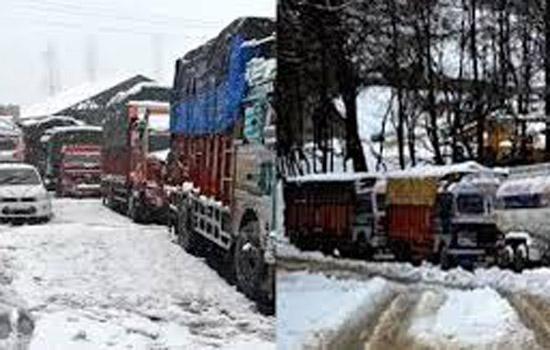 जम्मू-कश्मीर राजमार्ग पर ताजा भूस्खलन की घटनाएं