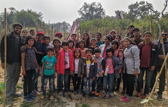 पर्यावरण संरक्षण के लिए उत्तराखंड से आए दल द्वारा मियावाकी जंगल का दौरा