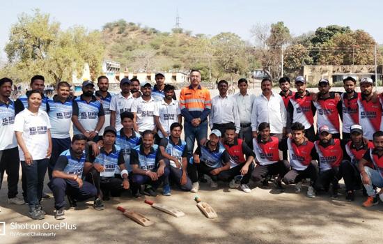 टीडी की टीम ने ५ विकटो से मैच जीतकर टूर्नामेंट ट्राॅफी पर किया कब्जा