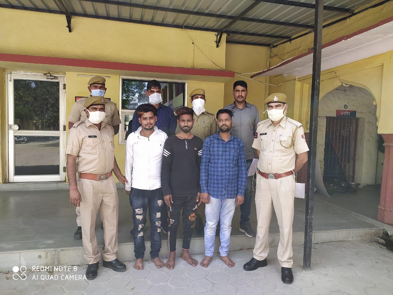 लाॅकडाउन में जुआ खेलते भीमगंज मंडी पुलिस ने 3 जने किये गिरफ्तार